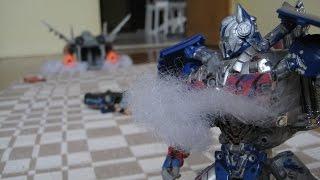 getlinkyoutube.com-Transformers: AoE Galvatron vs Optimus Prime +Chicago chase scene