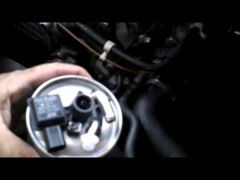 Como cambiar el filtro del gasoil. VITO W639 115 CDI. Video 16. How to replace fuel filter.