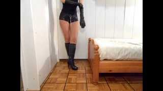 getlinkyoutube.com-WALKING IN BOOTS AND LEATHER GLOVES - CAMMINANDO IN STIVALI E GUANTI IN PELLE