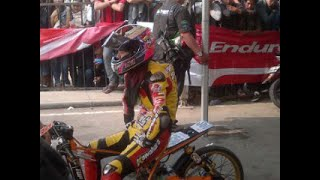 getlinkyoutube.com-Drag bike Sabrina vs asep robot metic 200cc