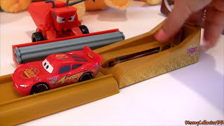 getlinkyoutube.com-Tractor Tipping Track Set Playset Tractors Tippin Frank in Radiator Springs Disney Pixar Cars