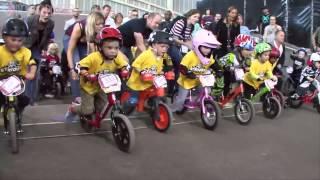 getlinkyoutube.com-Cuộc đua xe đạp cân bằng bổ ích cho bé - BABY PLAZA