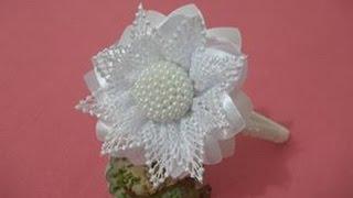 getlinkyoutube.com-Miolo para flores, de perolas com fuxico cheio