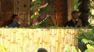 Prens Harry ve Meghan çifti Tonga'da 'sivrisinek karşıtı' şarkıyla karşılandı