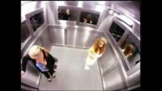 getlinkyoutube.com-Caméra caché : Une fille venue de nul part dans un ascenseur !
