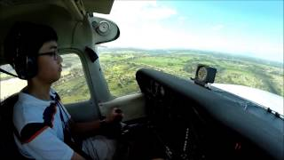 getlinkyoutube.com-14 Year Old Pilot Landing Cessna 172 with Strong Crosswind