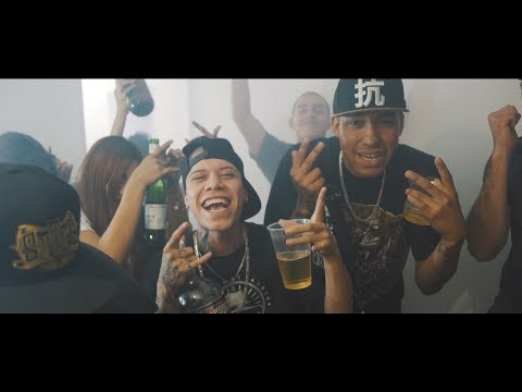 Con Los Ojos Rojos Ft Lefty de Santa Fe Klan Letra y Video