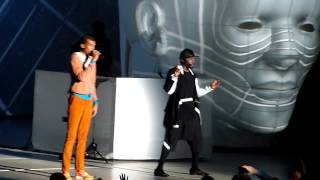 getlinkyoutube.com-Will.I.Am & Stromae - Papaoutai - Live Surprise @ Paris Bercy #WillPowerTour 16.12.2013 HD