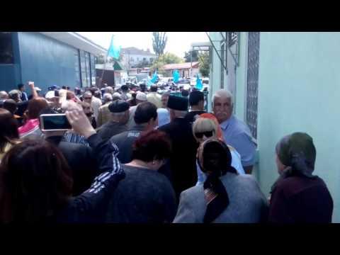 В Бахчисарае память о жертвах депортации почтили сотни крымских татар.