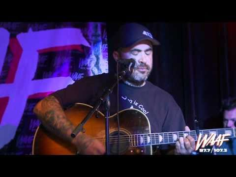 Aaron Lewis performs Vicious Circles (acoustic)