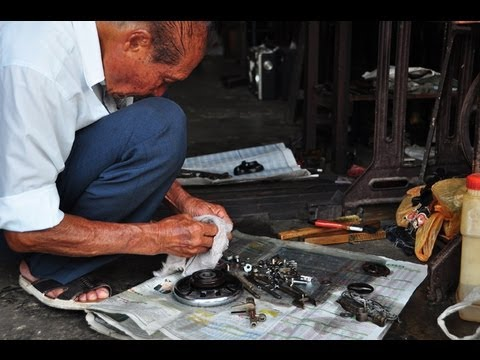 The Traditional Industries of Malacca Series (7) - Repairing The Sewing Machine