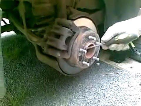 Натягивает ручной тормоз Kia Ceed ч.1