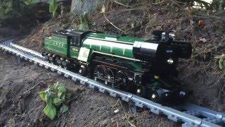 getlinkyoutube.com-Large/Awesome Lego Train Set. Going through the Garden & House