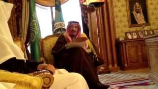getlinkyoutube.com-الأمير سلمان يكفش واحد يصورة بالجوال خرشة