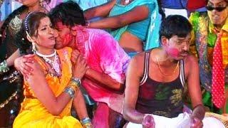 getlinkyoutube.com-Bhaiyya Se Khaali Dalwawelu (Bhojpuri Holi Video) - Holi Dabangg