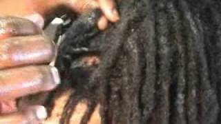 getlinkyoutube.com-Roni's Artistic Hands - Caring and Maintaining Locs