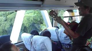 pengamen kreatif  om telolet om bus metropolitan