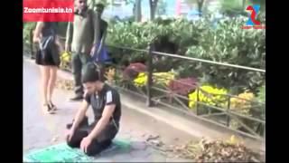 getlinkyoutube.com-شاهد ردة فعل الأمريكان عندما شاهدوا شاب مسلم يصلي في الأماكن العامة .. مؤثر (مترجم للعربية )