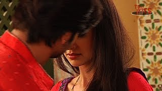 getlinkyoutube.com-Rangrasiya : Rudra Kisses Paro