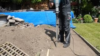 getlinkyoutube.com-Bodeneinschlaghülsen ohne Anstrengung versenken - Mit dem Bosch-Hammer