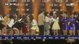 getlinkyoutube.com-141216 T-ara Jiyeon and Apink Eunji moment
