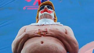 Kaliforniya'da çıplak Trump heykeli
