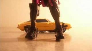 getlinkyoutube.com-A Bumblebee Short: Bumble-Rumble (Transformers stop-motion)