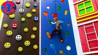 getlinkyoutube.com-ВЛОГ на Скалодроме ЯРОСЛАВА АЛЬПИНИСТ Пытаемся забраться на самую вершину скалы Видео для детей