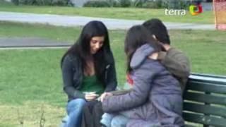 getlinkyoutube.com-Descarado coqueteo con pololos enfurece a mujeres