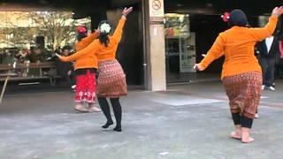 getlinkyoutube.com-Tari Tradisional Indonesia Yang Mudah