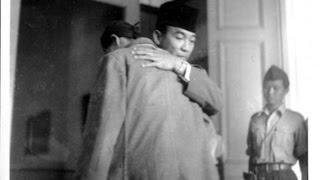 getlinkyoutube.com-JENDERAL Soedirman mendesak Bung Karno ikut dengan dia ke hutan