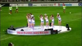 getlinkyoutube.com-Manchester VS FCSeoul GirlsGeneration Sangam half-time show