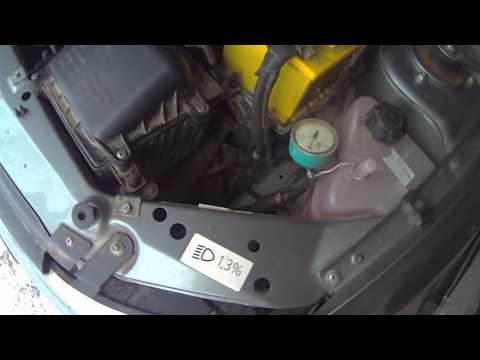 Долить антифриз в систему охлаждения двигателя.