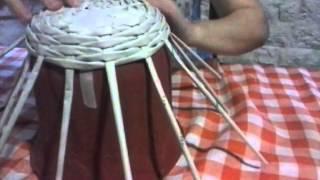 getlinkyoutube.com-técnica de tejido simil mimbre con terminación realizada con papel periódico, cestería ecológica
