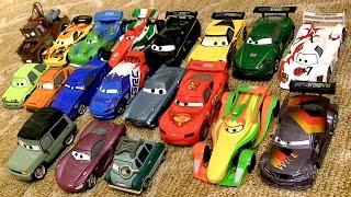 getlinkyoutube.com-20 Carrinhos do Filme Disney Pixar Carros 2 - Brinquedos Lojas Disney Store - 20 Diecast Cars