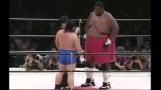 getlinkyoutube.com-Человек гора против каратиста Emmanuel Yarborough vs.Tatsuo Nakano .mp4