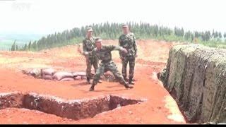 """getlinkyoutube.com-Al soldado se le escapa una granada de mano y la lia """"parda"""""""