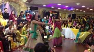 getlinkyoutube.com-Aiyna Dance - Junaid & Sadia's Mendi Night