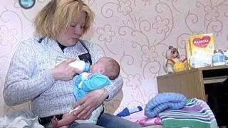 getlinkyoutube.com-Семья из теплотрассы и младенец