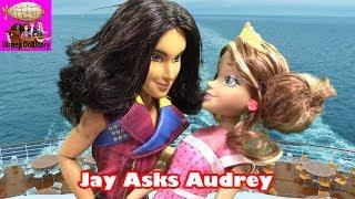 getlinkyoutube.com-Jay Kisses Audrey - Part 2- Descendants Prom | Disney