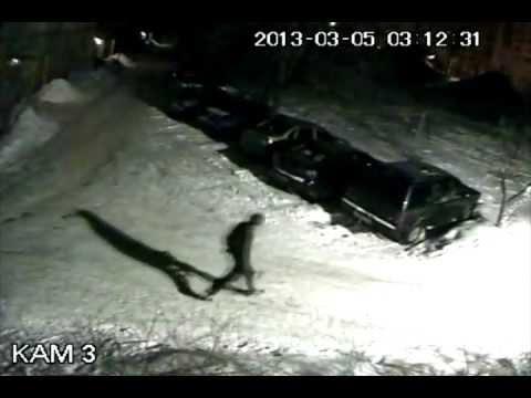 Крушитель с топором машин в Калуге