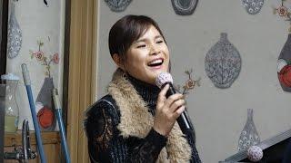 버드리 2014.송년회 순수한복장으로 장구치는 모습