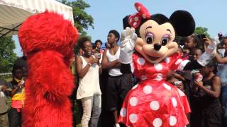 getlinkyoutube.com-elmo and  mini mouse twerking. uic picnic