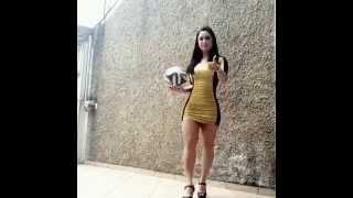 Chica con Tacos domina el balon de manera Increible