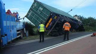 getlinkyoutube.com-44ton Scania R470 artic pulled back onto its wheels after turning over
