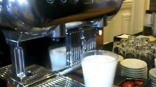 getlinkyoutube.com-Nespresso Aguila Latte Macchiato