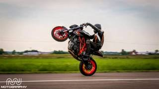 getlinkyoutube.com-KTM SUPERDUKE 1290 Wheelie´s! !Hot Girls! Racetrack!