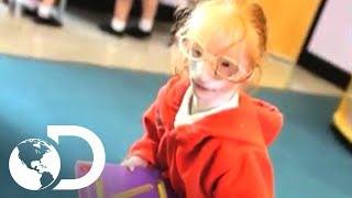 getlinkyoutube.com-A menina miniatura - Meu Corpo, Meu Desafio l Discovery Channel