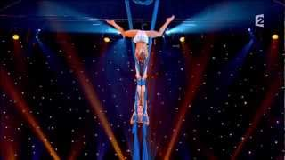 getlinkyoutube.com-Duo Air Oksana and Olga Aerial contortion in silk