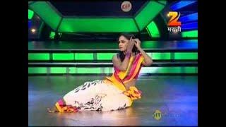 getlinkyoutube.com-Eka Peksha Ek Apsara Aali August 06 '13 - Dipti Ketkar